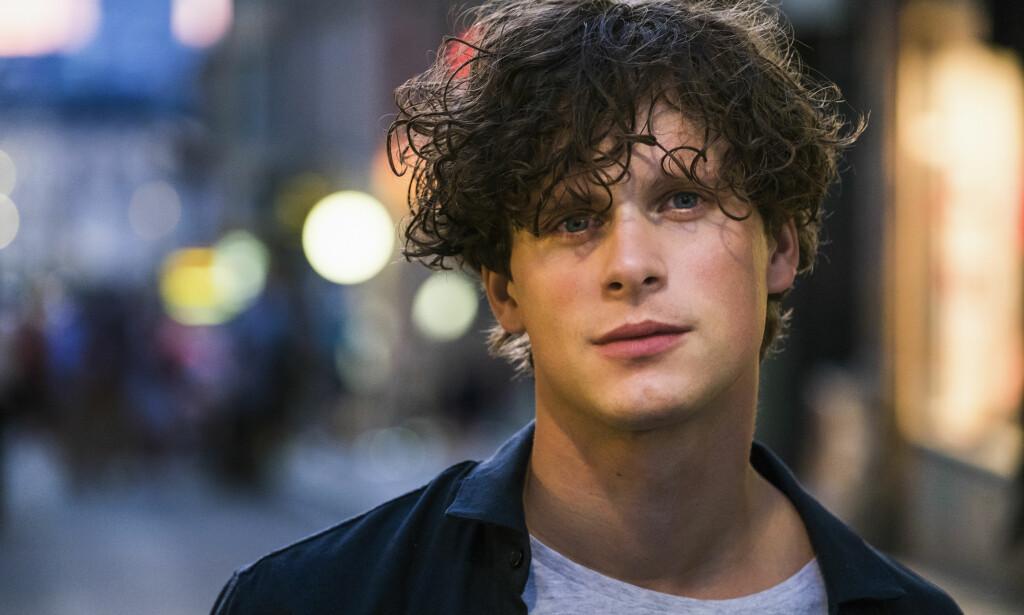 SKUESPILLER: Den svenske skuespilleren Adam Pålsson er blant annet kjent fra seersuksessen «Broen». Han har også spilt roller i en rekke serier som er blitt sendt på både NRK og TV 2. Foto: Foto: Knut Koivisto / Nordisk Film