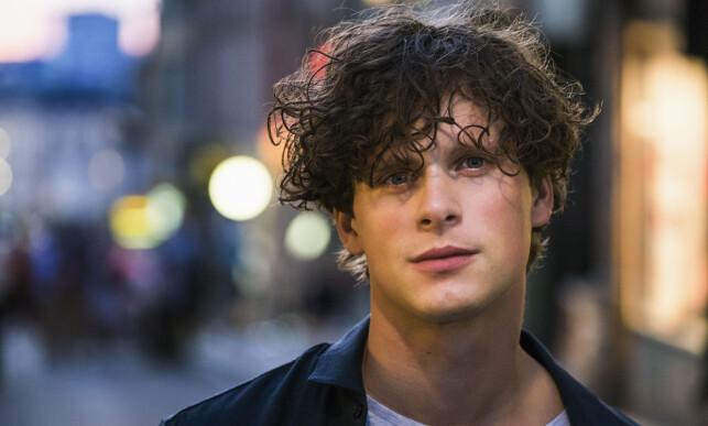 SPILLER TED: Den svenske skuespilleren Adam Pålsson. Her fra TV-serien «Boys» (2015), som også ble vist på NRK. Foto: Knut Koivisto / Nordisk Film