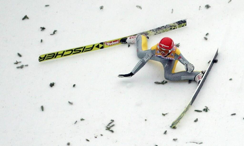 DRAMA: Richard Freitag klarte ikke å holde seg på beina i Innsbruck. Foto: NTB scanpix