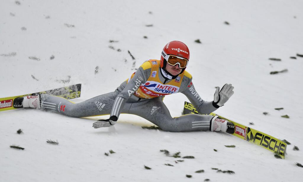 DRAMA: Richard Freitag falt stygt i Innsbruck torsdag ettermiddag. Foto: NTB scanpix