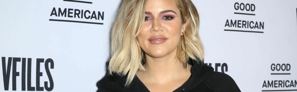 VILLE IKKE SVARE: Khloé Kardashian holdt kortenen tett til brystet da hun besøkte talkshow-vert Ellen DeGeneres denne uken – sistnevnte var nemlig ivrig på å få realitystjernen til å bekrefte lillesøster Kylie Jenners angivelige graviditet. FOTO: Scanpix
