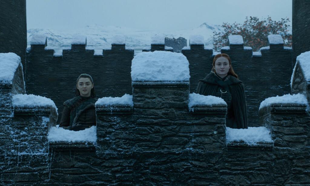 SAMMEN: Søstrene Arya og Sansa Stark har overlevd mange prøvelser. Skuespiller Sophie Turner, som spiller Sansa, røpet i desember at en lidenskapelig kamp venter hennes karakter i siste sesong. Foto: HBO