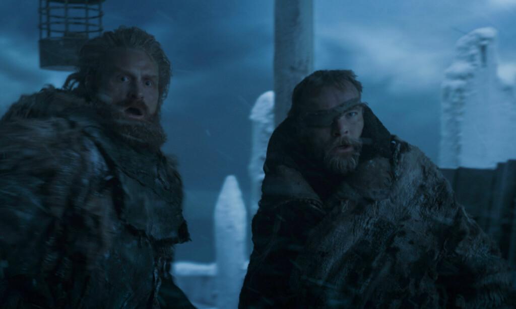 Å, FAEN: Tormund Giantsbane og Beric Dondarrion sto ustrategisk til da Nattkongen angrep muren med sin nyanskaffede isdrage. Om de to klarte seg må fansen vente til 2019 for å få svar på. Foto: HBO