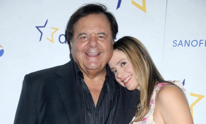 <strong>FAMILIE:</strong> Paul Sorvino med dattera Mira Sorvino deltar på arrangementet «Diabetes co-stars cook-off» i New York i 2011. Foto: NTB Scanpix