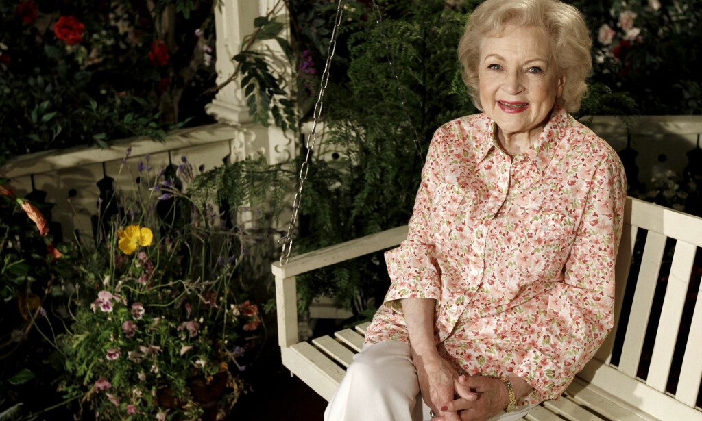 FARGERIK: Betty White er godt kjent for sine friske gloser. Her fotografert i forbindelse med TV-serien «Hot in Cleveland» i 2010. Foto: Matt Sayles / AP Photo / NTB scanpix