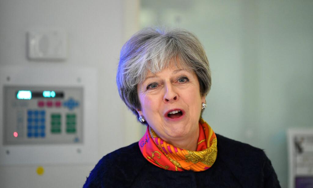 ROKERINGER: Storbritannias statsminister Minister Theresa May skal ifølge The Sunday Times rokere om i regjeringen for å gi plass til yngre kvinner og politikere med annen etnisk bakgrunn. Foto: François Lenoir / AP / NTB scanpix
