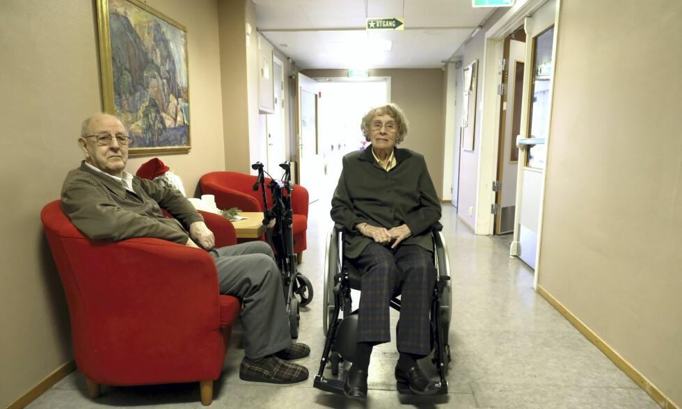 UATSKILLIGE: Ekteparet Halldis og Henry Jakobsen har vært uatskillelige i 75 år. 4. januar skilte kommunen dem fra hverandre på grunn av plassmangel. Foto: Fredrik Pedersen