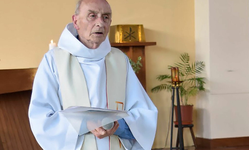 DREPT: Den katolske presten Jacques Hermel ble drept da de to gjerningspersonene stormet inn i kirka i Saint-Etienne-du-Rouvary i juli 2016. Foto: AFP PHOTO / PAROISSE SAINT-ETIENNE-DU-ROUVRAY / NTB scanpix