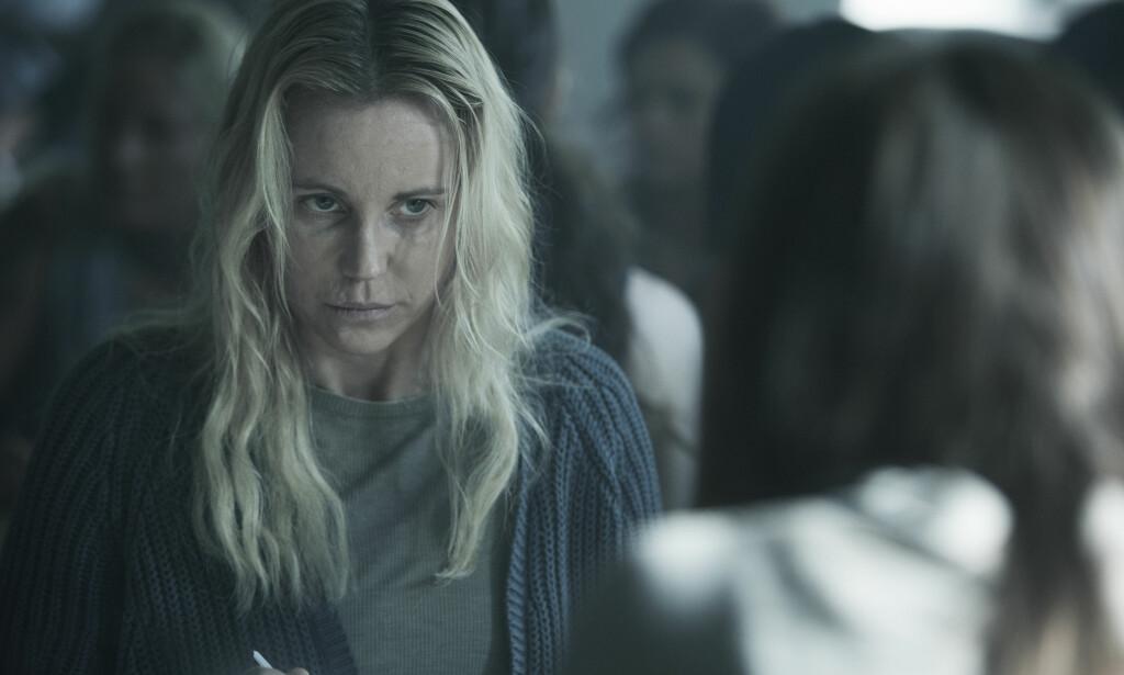 - BETONGKOSTYME: Sofia Helin har beskrevet det å spille «Broen»-Saga som å bære et betongkostyme. Foto: NRK