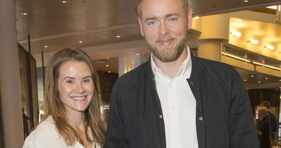 FORELDRE FOR TREDJE GANG: NRK-paret Live Nelvik og Tore Sagen venter sitt tredje barn. Her er paret avbildet sammen på «The Book of Mormon»-premieren i Oslo. Foto: Tore Skaar/ Se og Hør