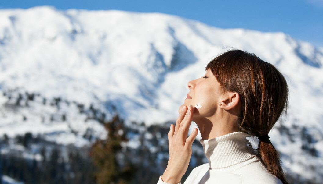 <strong>TØRR HUD:</strong> Ifølge Anne Berit Eide, fagansvarlig og daglig leder ved Oslo Hudpleieklinikk, er vi ikke flinke nok til å gi huden nok fuktighet på vinterstid. FOTO: NTB Scanpix