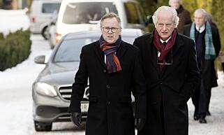MINNES: Dagbladets redaktør John Arne Markussen ankommer begravelsen med tidligere forlagssjef William Nygaard. Foto: Henning Lillegård / Dagbladet