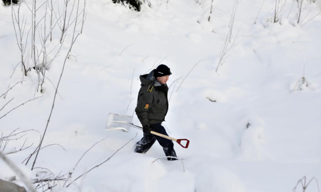 OMFATTENDE: Kriminalteknikere vasser i snø på jakt etter spor i forsvinningssaken. Foto: Christian Roth Christensen/Dagbladet
