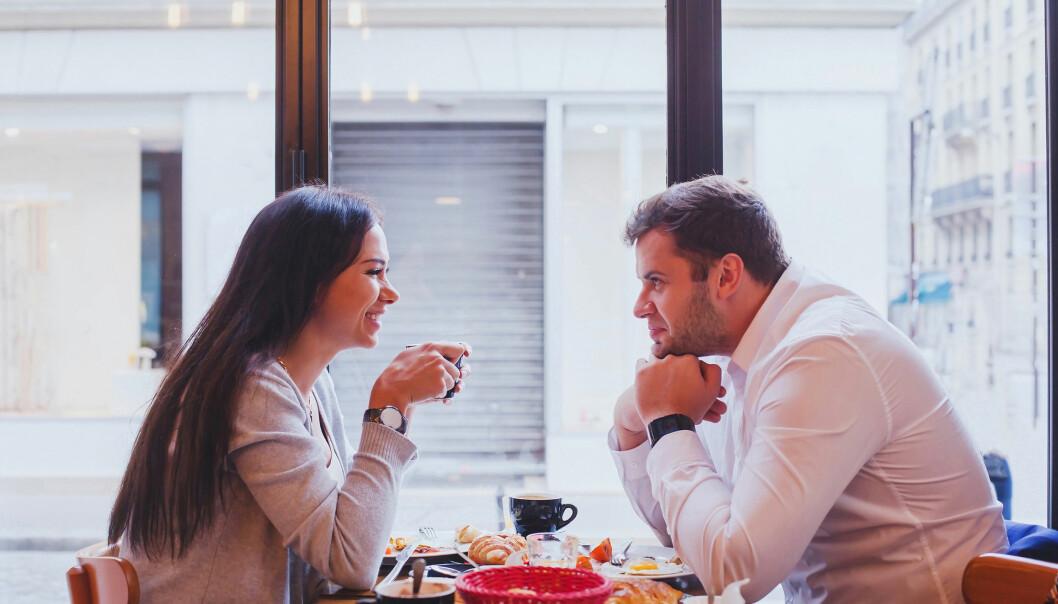 PÅ DATE: Noen ganger klaffer det på en date avtalt på en nettside, men flere leter også etter drømmemanne utenfor nettet. FOTO: NTB Scanpix