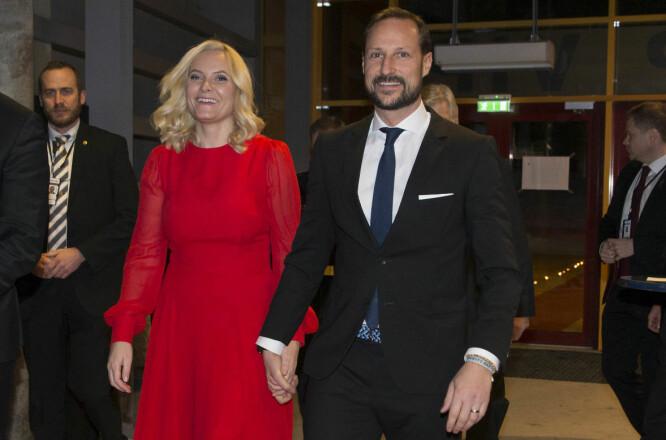 <strong>FRISK:</strong> Kronprinsesse Mette-Marit ankom Idrettsgallaen den 6. januar på Hamar med et stort smil. Foto: NTB Scanpix