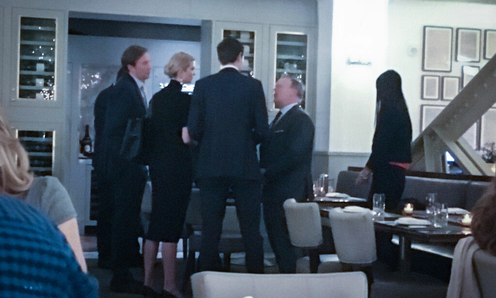 GEMYTTELIG: Ivanka Trump og Jared Kushner tok seg tid til en lang prat med Sean Spicer. Foto: Øistein Norum Monsen/Dagbladet.