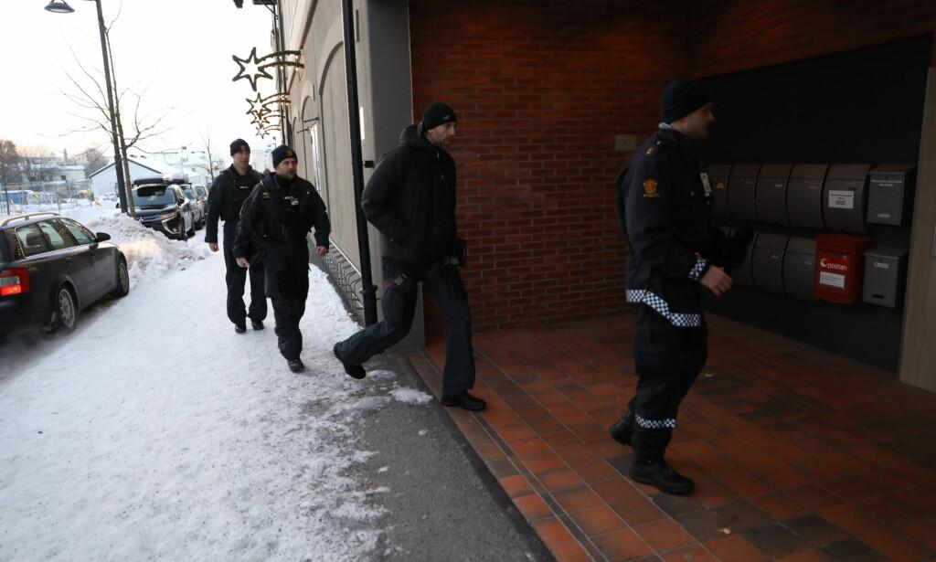 STORE MANNSKAPER: Politiet og Kripos har stor tilstedeværelse i Brumunddal. Foto: Christian Roth Christensen / Dagbladet