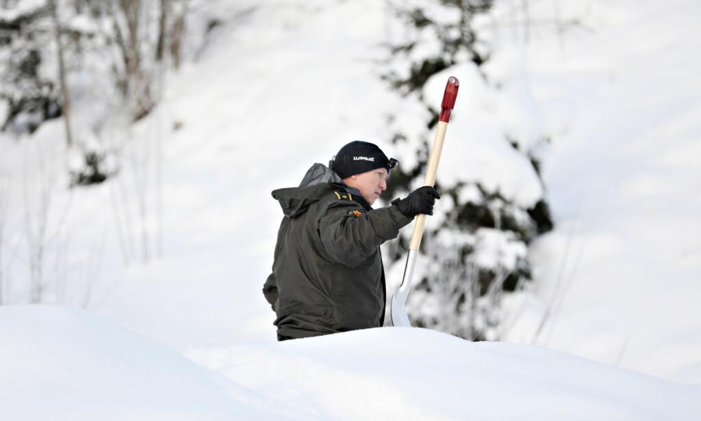 BAKKEMANNSKAP: Politiet har gått manngard og gravd i snøen i søket etter savnede Janne Jemtland. Foto: Christian Roth Christensen / Dagbladet