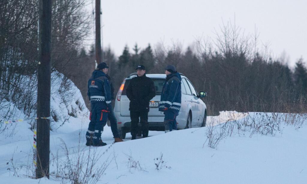 SØKER VIDERE: Det søkes fremdeles etter Janne Jemtland i Brumunddal. Her fra området rundt Fagerlundvegen hvor det ble funnet blodspor i området. Foto: Fredrik Hagen / NTB scanpix