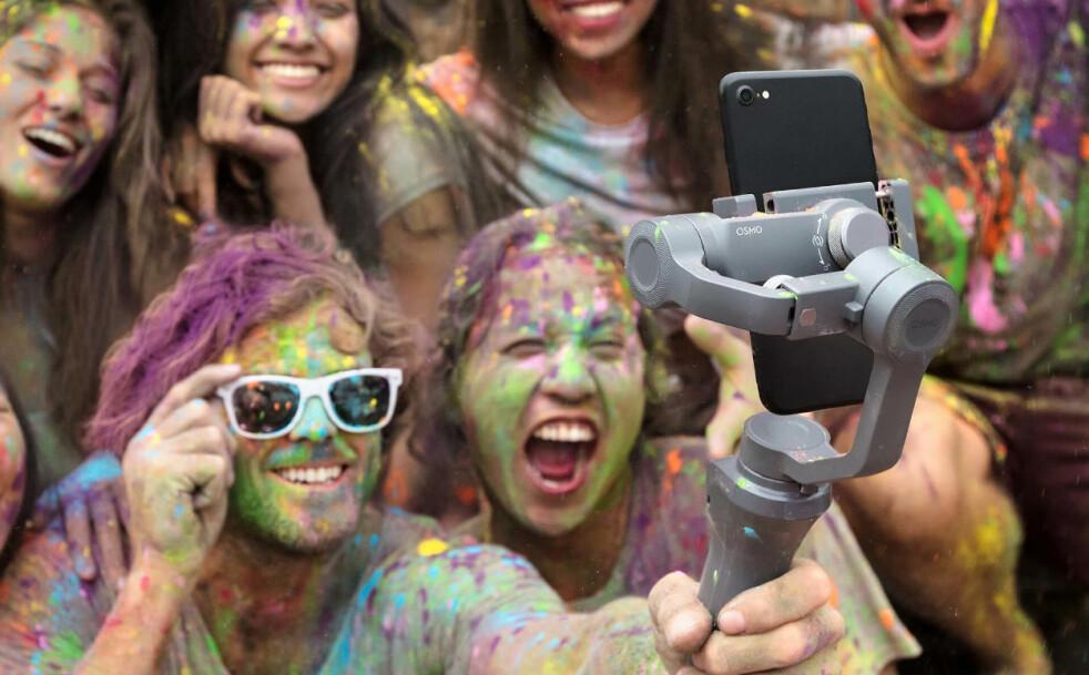 <strong>NY UTGAVE:</strong> DJI har lansert en ny utgave av sin mobilstabilisator Osmo Mobile, til en vesentlig lavere pris enn forgjengeren. Foto: DJI