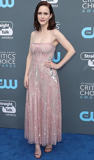 <strong>ROSA:</strong> Rachel følte seg som en prinsesse i denne kjolen under Critics' Choice-utdelingen. Foto: NTB Scanpix