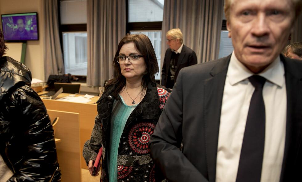 SAKSØKTE: Frisør Merete Hodne saksøkte Løgnaslaget for ærekrenkelser etter at de hadde kalt henne «Nazifrisør» i revyen sin. Nå har retten frikjent Løgnaslaget. FOTO: NTB Scanpix