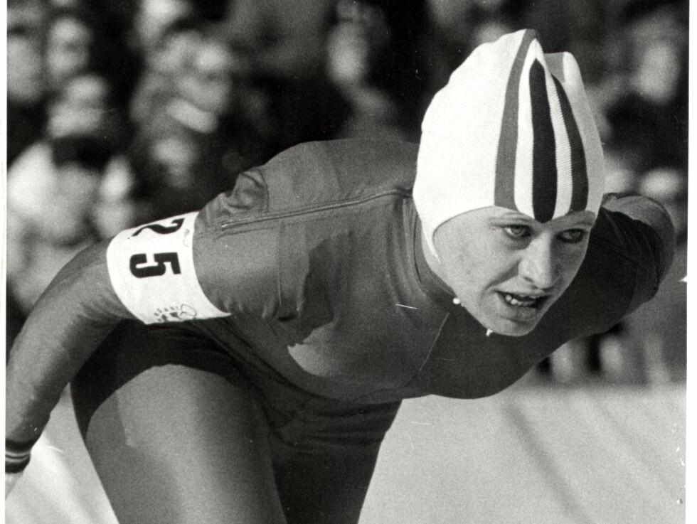 MEDALJELØPET: Her stormer Lisbeth Korsmo inn til kvinnehistoriens første OL-medalje i lengdeløp i Innsbrück. Foto: Arne Pedersen / Dagbladet