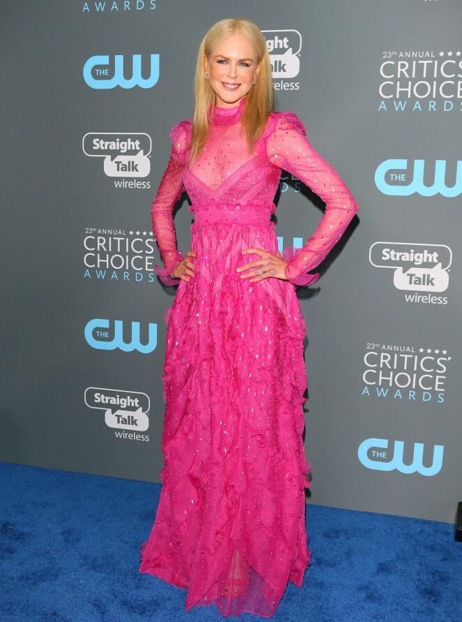 <strong>KNALLFARGET:</strong> Nicole Kidman valgte en sjokkrosa, glitrende kjole på prisutdelingen natt til fredag norsk tid. Foto: NTB scanpix