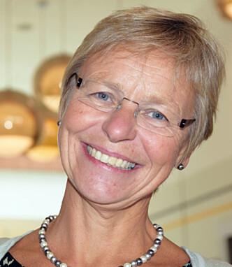 TRENGER FLERE JORDMØDRE: Kirsten Jørgensen, leder i Den norske jordmorforening, er enig i at kvinner må få sjansen til å føde uten inngripen, men sier det krever flere jordmødre. Foto: Privat