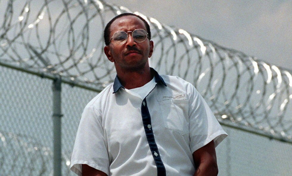 DØMT TIL LIVSTID: Wayne Williams ble i 1982 dømt for å ha drept to voksne. Etter dommen falt klarte etterforskerne å knytte Williams til ytterligere 20 drap, uten at han ble dømt for disse. Williams, som i dag er 59 år gammel, hevder fortsatt sin uskyld. Foto: NTB Scanpix