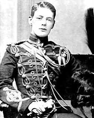 UNG OFFISER: Winston Churchill i uniform. Foto: Wikipedia