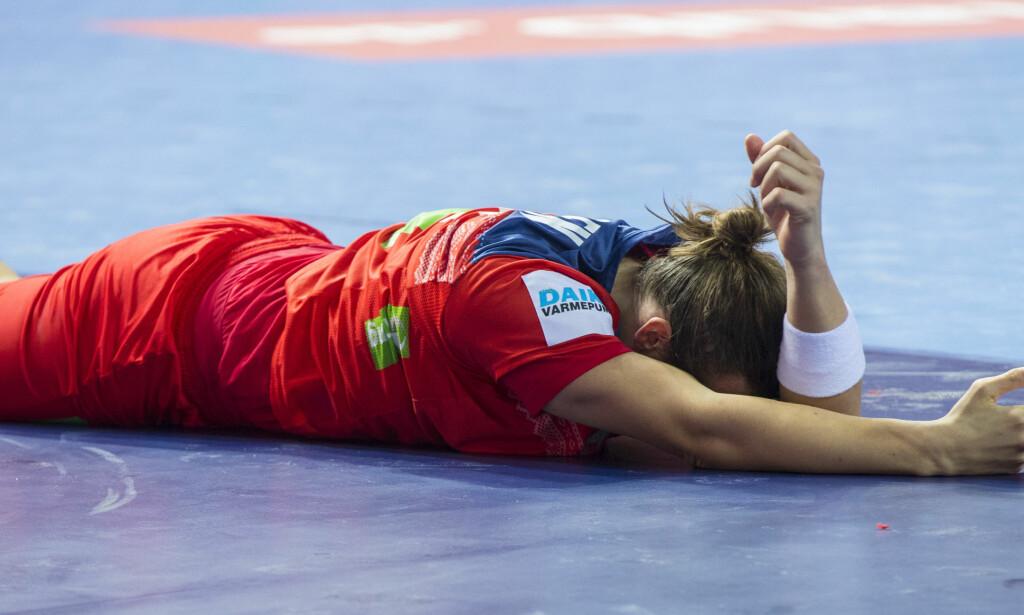 FIKK DET TØFT: Kent Robin Tønnesen fikk et slag i ansiktet i det som endte med et tap mot Frankrike i åpningskampen.  Foto: Vidar Ruud / NTB scanpix