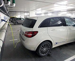 Nå kan elbil-eierne kreve lading. Men hvem betaler?