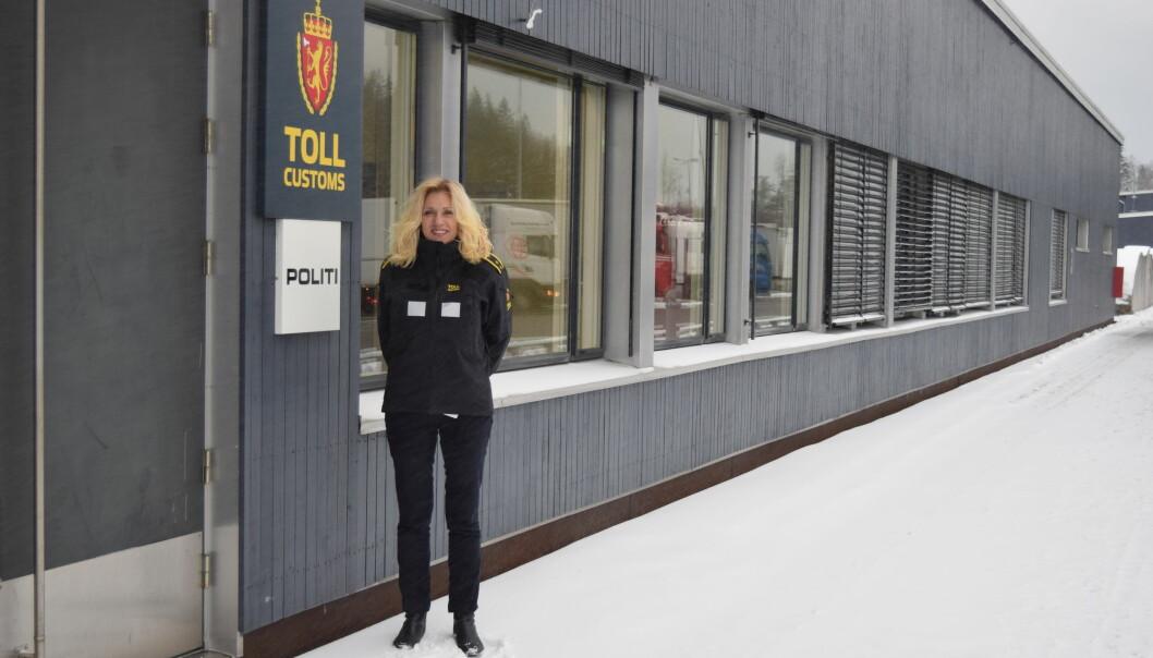 TAR FLERE: Tollsjef Wenche Fredriksen på Svinesund berømmer sine folk for god innsats. Foto: Gorm Kallestad/NTB Scanpix