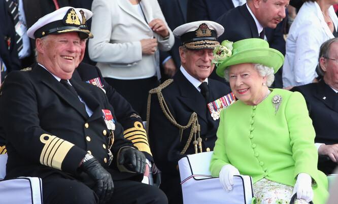 <strong>GOD TONE:</strong> Kong Harald og dronning Elizabeth har vært i samme lag flere ganger. Her i 2014. Foto: NTB Scanpix