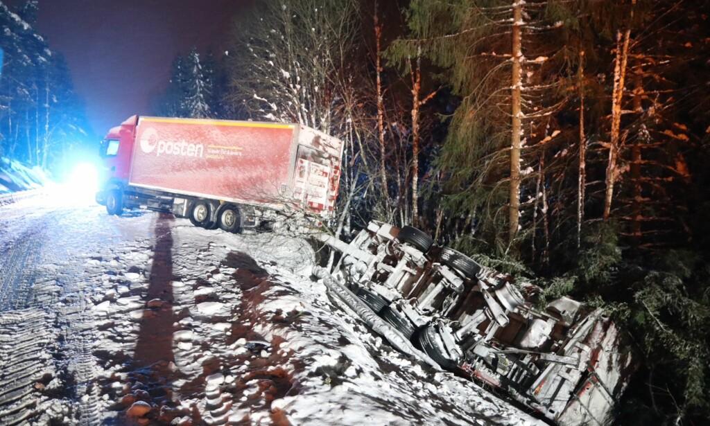 SLENG: Vogntoget med henger fikk sleng på riksvei 35 i Øvre Eiker. Foto: Vegard M. Aas