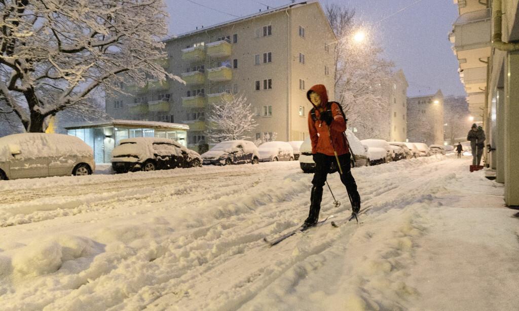I Oslo tok enkelte skiene fatt for å komme seg rundt i gatene. Foto: Gorm Kallestad / NTB scanpix