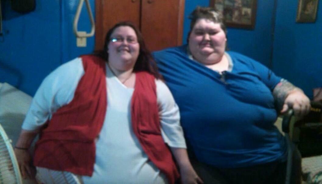 OVERVEKTIG: Rena Kiser og Lee Sutton har vært kjærester i 11 år etter å ha møttes på et rehabiliteringssenter for sykelig overvektige. På sitt aller tyngste veide de til sammen nesten 570 kg. Foto: privat