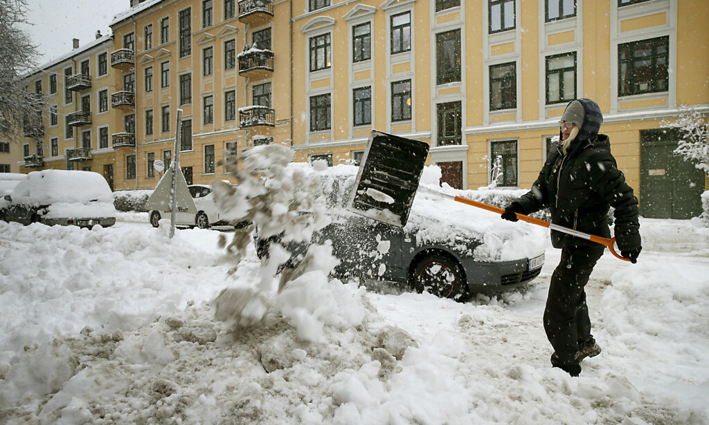 Den tunge snøen ga utfordringer i hovedstaden. Foto: Henning Lillegård / DAGBLADET