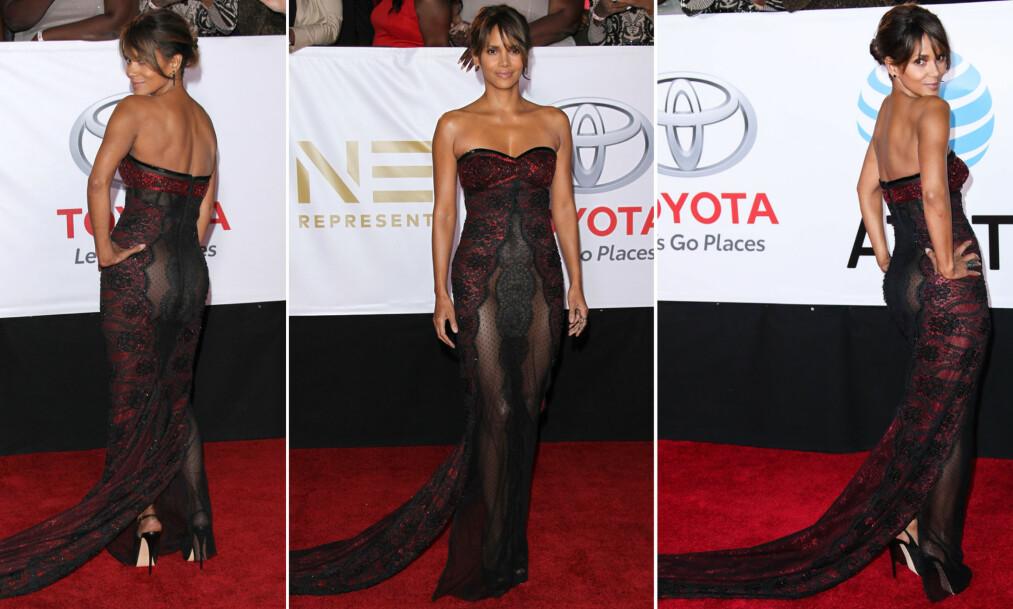 DRISTIG ANTREKK: Filmstjerne Halle Berry overrasket i kveldens kanskje aller mest dristige kjole på NAACP Image Awards mandag kveld. Foto: NTB scanpix
