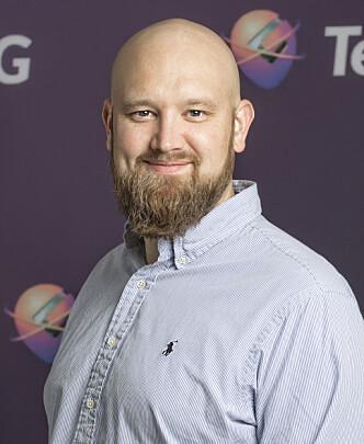 <strong>HENDENE FULLE:</strong> Morten Sæthre i Gator AS sier de har jobbet dag og natt den siste tida for å hjelpe kunder å få klokkene sine til å fungere. Foto: Gator AS