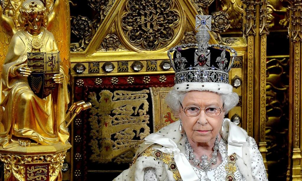 IKKE ET INTERVJU: Det kunne ikke kalles et intervju, med en «konversasjon», da dronning Elizabeth møtte BBC for å snakke om kronjuvelene. Foto: Scanpix / Toby Melville / Reuters