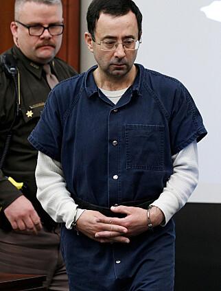 ANGRER: Lege Larry Nassar må belage seg på et liv bak lås og slå. Her fra retten i Michigan. Foto: NTB Scanpix