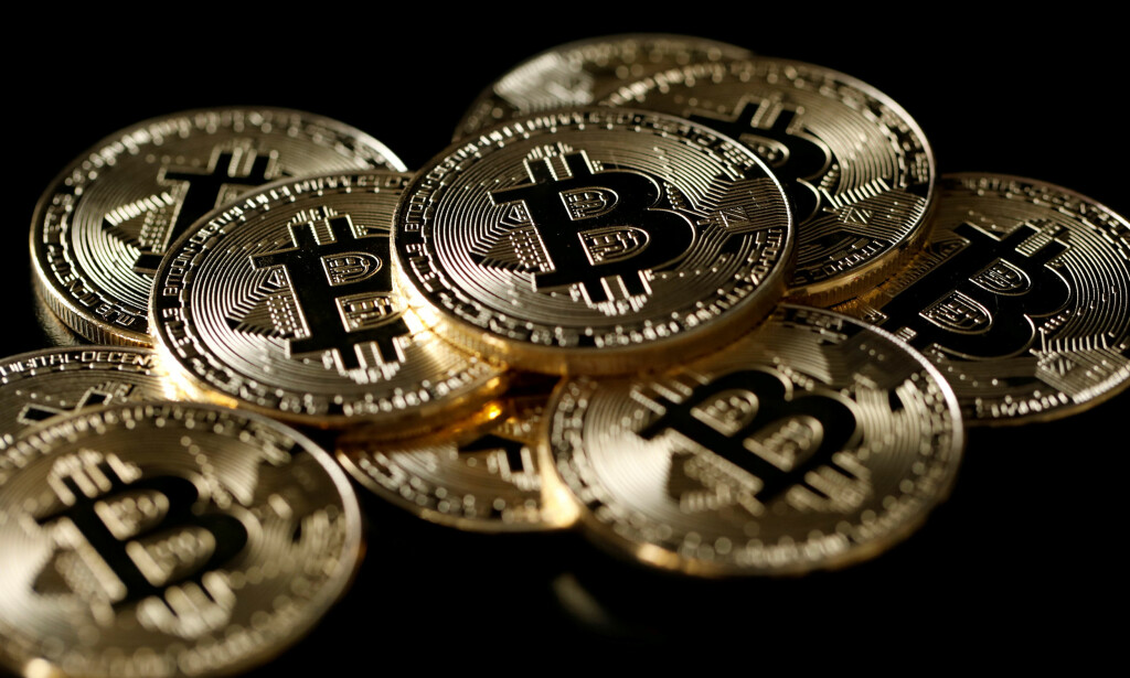 STUPER: Verdien for kryptovalutaer som bitcoin har stupt etter jul. FOTO: NTB SCANPIX / REUTERS/Benoit Tessier/Illustration/File Photo