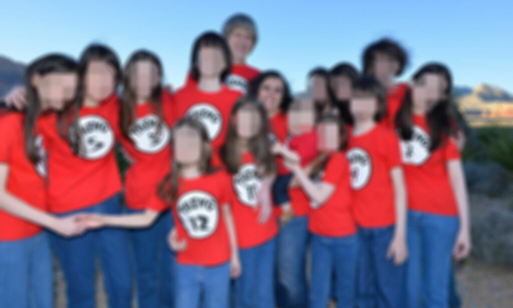 HOLDT FANGET: De 13 barna ble holdt fanget og alle ble kledd helt likt. Foto: Rex / Shutterstock / NTB scanpix