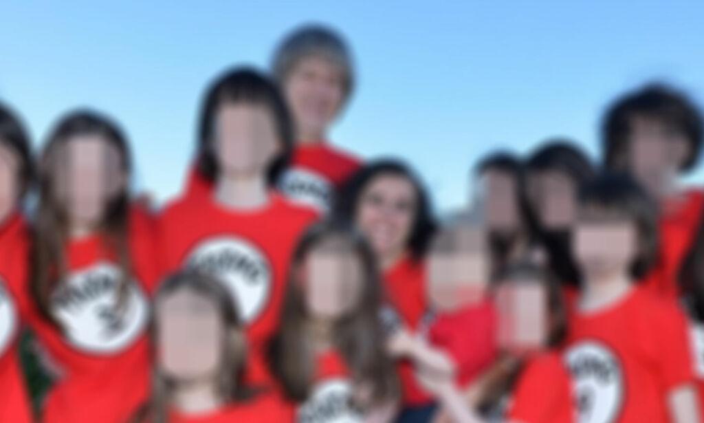 image: Kledde alle barna likt og holdt dem borte fra folk. Datter (17) rømte gjennom vindu og varslet politiet