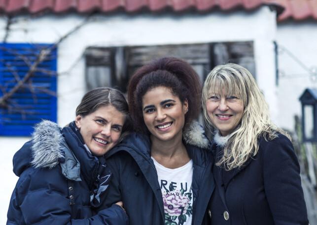 TREKLØVER: Heidi, Charlene og Åse. Tre kvinner som vet hva begrepet raushet rommer, og som gjerne deler erfaringene sine med andre i samme situasjon. Foto: Astrid Waller