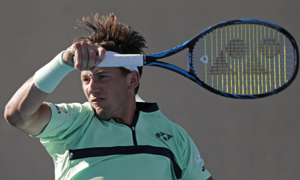 FÅR SKRYT: Casper Ruud tapte i tre sett mot argentinske Diego Schwartzman i andre runde av Australian Open. Argentineren var imponert og skrøt av sin norske motstander etter kampen. Foto: AP Photo/Vincent Thian/NTB Scanpix