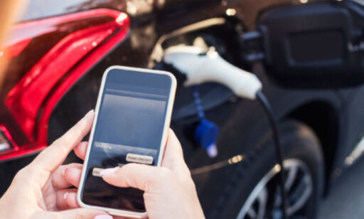 TEKNOLOGI: Digitale verktøy sikrer optimal fordeling av strømressursene til garasjeanlegget. Foto: Lad24.no