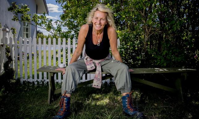 DRAMATISK: Lene Elise Bergum (46) ble fraktet til sykehus i all hast under innspillingen av «Farmen Kjendis» i fjor sommer. Da dette bildet ble tatt, på andre innspillingsdag, hadde Bergum knapt sovet. Foto: Bjørn Langsem / Dagbladet